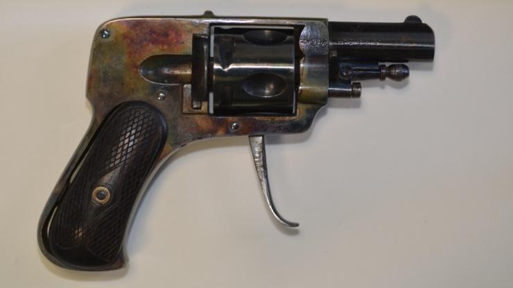 Revolver _Mille_02